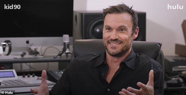 Character Cast: Kid 90 features interviews with other 90s stars David Arquette, Mark-Paul Gosselaar, Brian Austin Green, Heather McComb, who also reflect on their strange upbringing