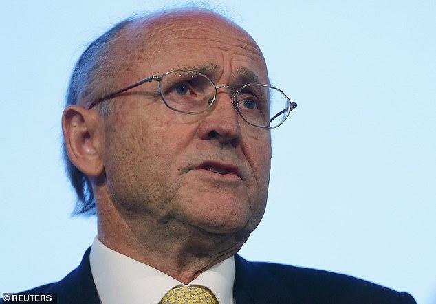 En un anuncio sorpresa, el presidente de BT, Jan du Plessis, quien ha presidido firmas de FTSE 100 durante los últimos 17 años, dijo que era el momento adecuado para jubilarse.