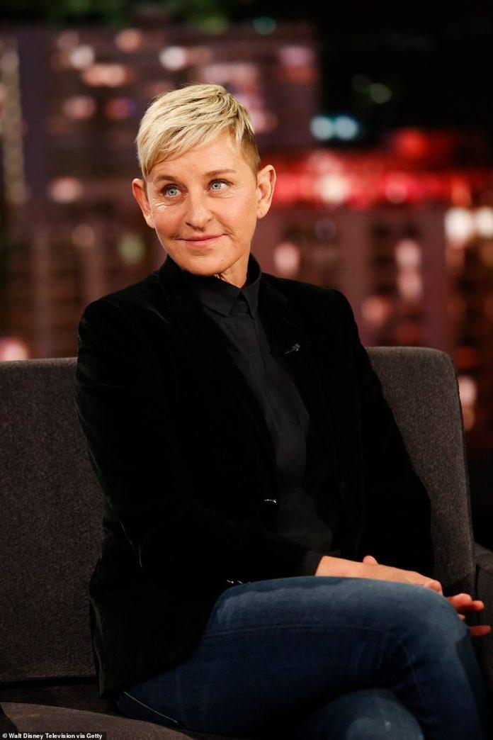 En venta: Ellen DeGeneres y su esposa Portia De Rossi han incluido su propiedad de 10,000 pies cuadrados a través del agente inmobiliario de lujo Kurt Rappaport por $ 53.5 millones, informó TMZ por primera vez el lunes.