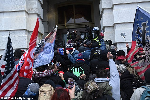 Trump supporters stormed the Capitol on January 6 in a riot that killed five people mensen