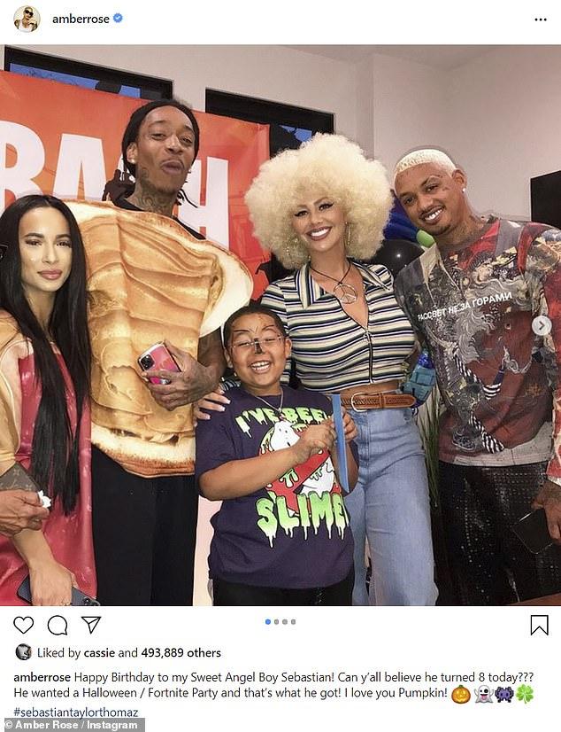 Wiz Khalifa Baby Come Give Me Something : khalifa, something, Amber, Smiles, Beverly, Hills, Lunch, Edwards, Daily, Online