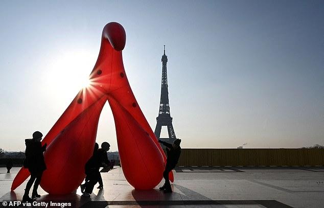 Inflatable Clitoris in Paris