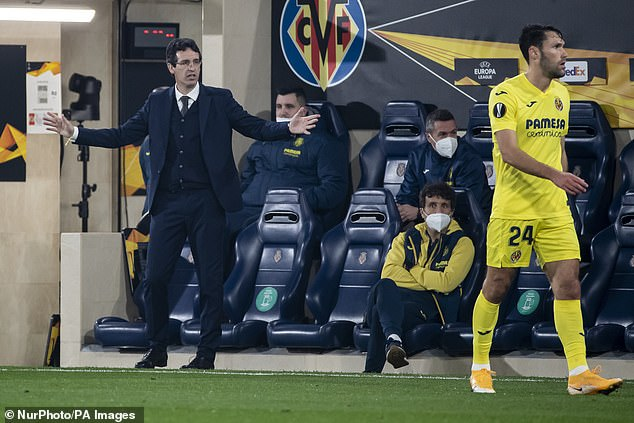 Unai Emery (left) is looking for a record fourth Europa League trophy with his side Villarreal