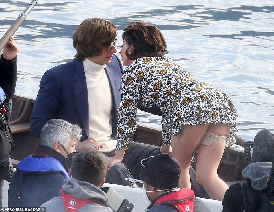 Calentando: \ u00A0El dúo hizo que las temperaturas se dispararan mientras les daban a los fanáticos un vistazo de su química en pantalla, antes del lanzamiento de la película.