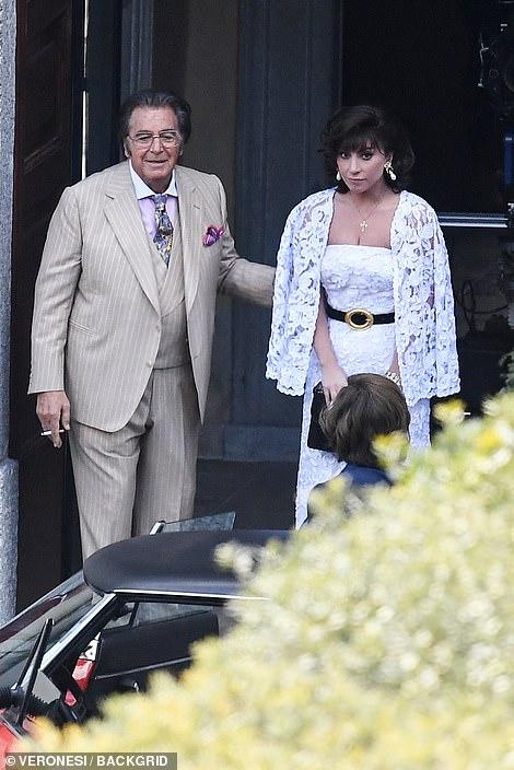 Reparto: El dúo fue visto fuera de un edificio, mientras que Driver también aparece en la escena y se le puede ver charlando con un valet cercano.