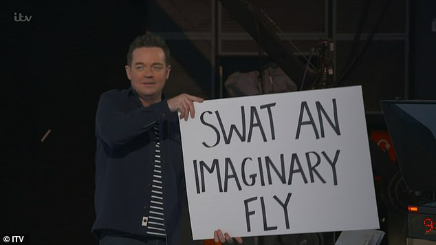 Behind-the-scenes: Stephen held up a sign on Lorraine saying that she had to swat an imaginary fly away