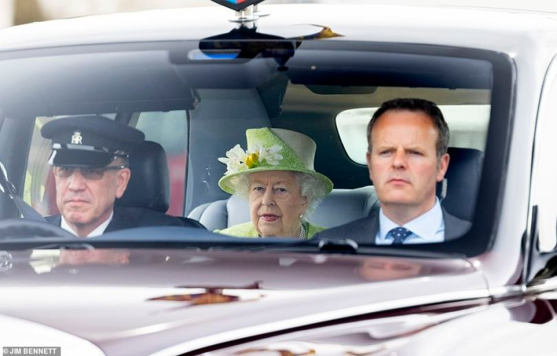 After spending the morning chatting with members of the Australian Air Force and taking part in centenary celebrations, the Queen made her way back to Windsor Castle