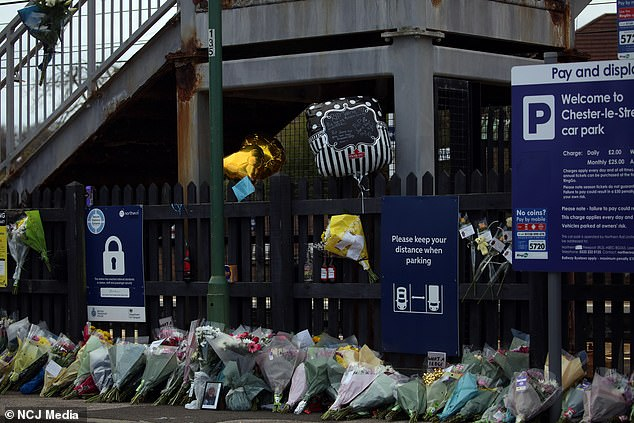 One note left with a bouquet of flowers said he was the 'biggest star in the sky'