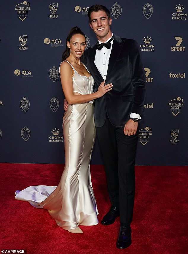Faded away!  Australian cricket star Pat Cummins and interior designer fiancee Becky Boston (both pictured) have sold their Clovelly apartment for $ 3.7 million - $ 600,000 above the price guide
