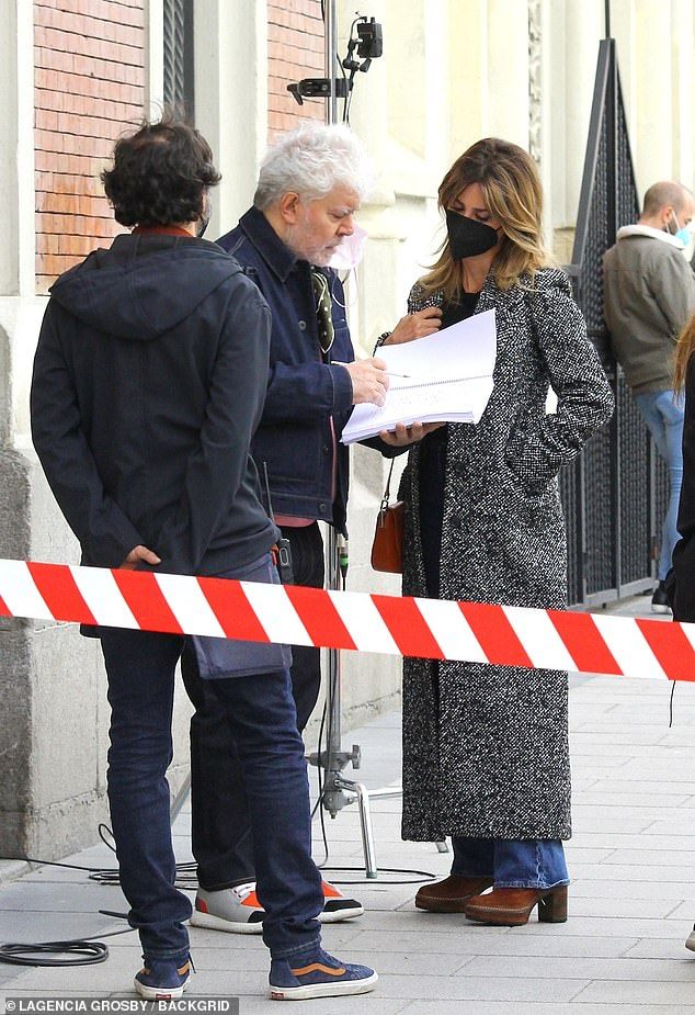 Penelope Cruz Is Seen On Set For The First Time As She Shoots New Film Parallel  Mothers In Madrid - Gadget Clock