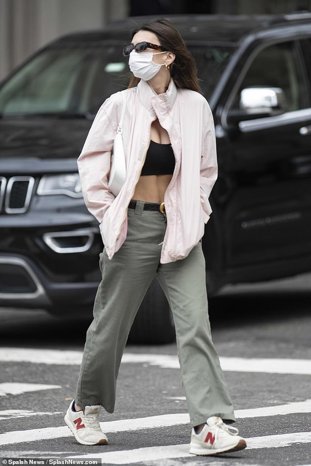 Casual and gorgeous: On Friday, Emily Ratajkowski was seen on an outing in New York City, as she visited the Upper East Side's famed Metropolitan Museum