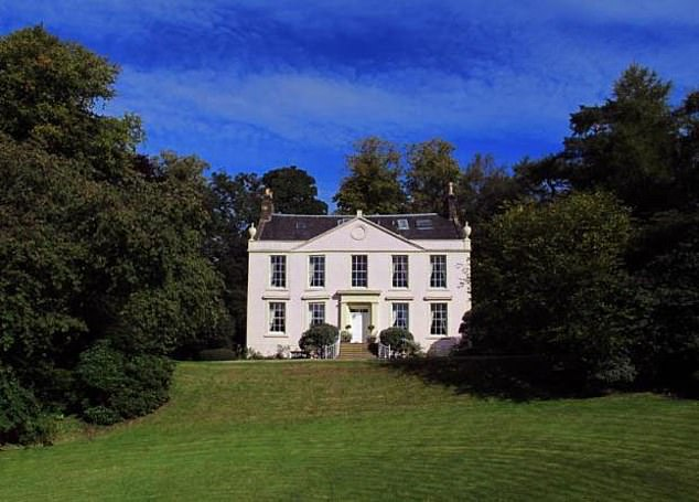 During their marriage, the couple livedin an 18th century mansion in Milton, near Dumbarton