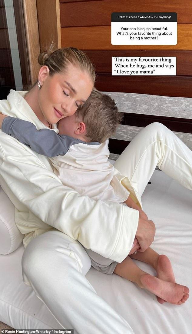 Vida de mamá: cuando se trata de ser mamá, reveló que adora cuando Jack la abraza y le dice 'Te amo mamá' durante la sesión de preguntas y respuestas.