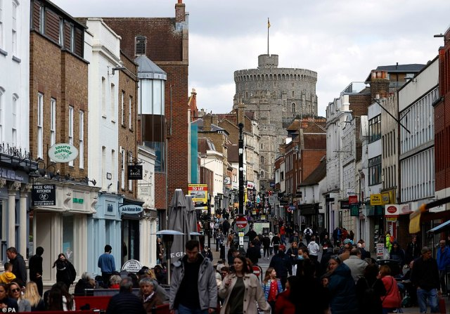 A view of the Cannonade from the streets of Windsor before the funeral of the Duke of Edinburgh