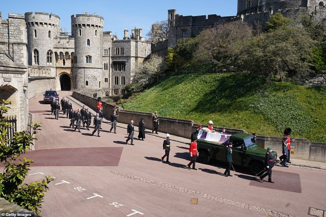 rincess Anne, Princess Royal, Prince Charles, Prince of Wales, Prince Andrew, Duke of York, Prince Edward, Earl of Wessex, Prince William, Duke of Cambridge, Peter Phillips, Prince Harry, Duke of Sussex, Earl of Snowdon David Armstrong-Jones and Vice-Admiral Sir Timothy Laurence follow Prince Philip down from the castle to the chapel