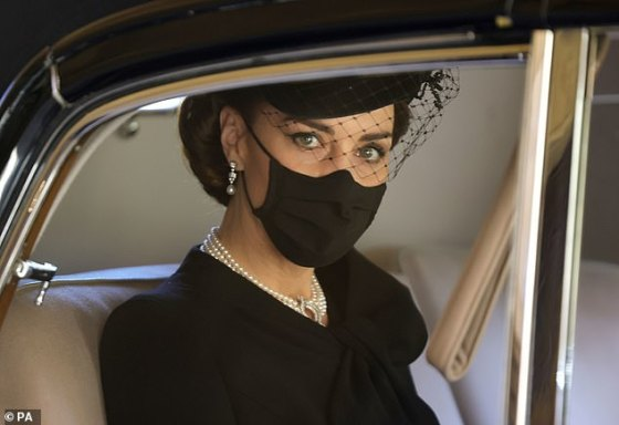 Kate Middleton diatur untuk 'melangkah' dan 'mengambil peran Ratu masa depan' setelah kematian Pangeran Philip, kata seorang ahli kerajaan.  The Duchess of Cambridge difoto di pemakaman Pangeran Philip pada hari Sabtu