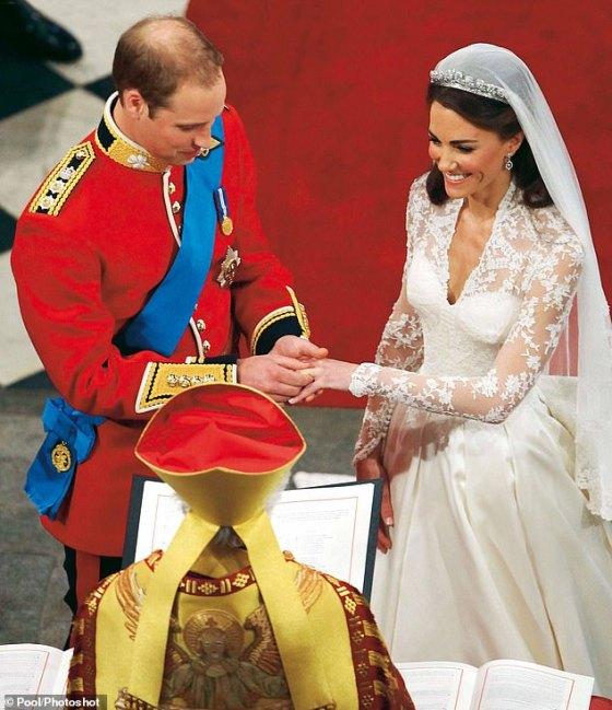 Minggu depan, William dan Kate akan merayakan ulang tahun pernikahan 10 tahun mereka dengan pasangan yang masih berduka atas kehilangan kakek William, Pangeran Philip, yang meninggal pada 9 April di Kastil Windsor.