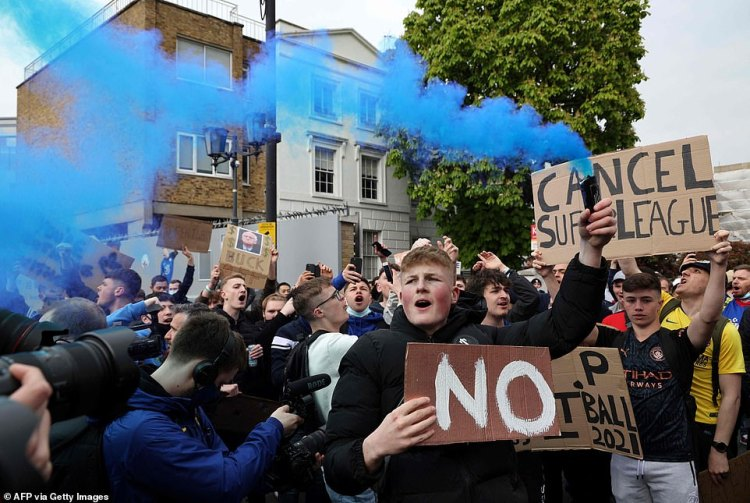 Furious Chelsea fans made their anger at the Super League known, with some demanding the head of American chairman Bruce Buck