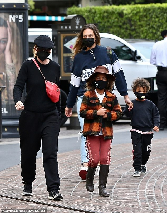 Parenting:She shares all three of her children with her husband of 14 years, Chris Ivery, who is 54-year-old record producer. Ellen wed Chris back in 2007