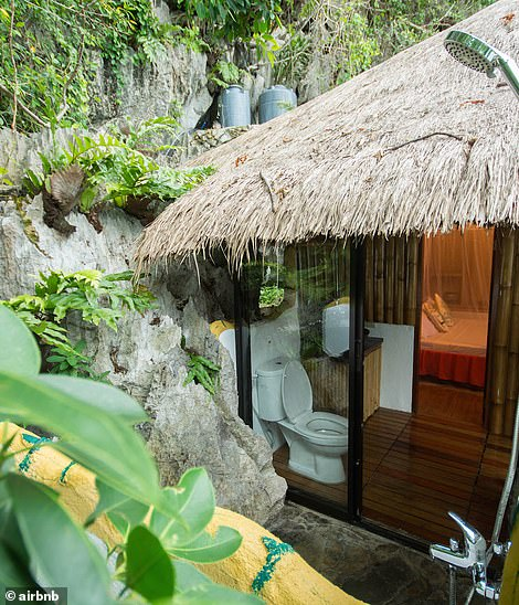 An ensuite nestled amid the island rock and vegetation