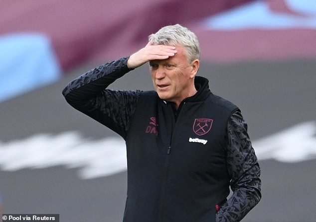 David Moyes criticised those responsible for making the decision to send off Fabian Balbuena