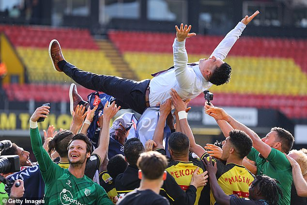 Xisco dancing! Watford party after Spanish manager secures promotion to the Premier League - Saty Obchod News