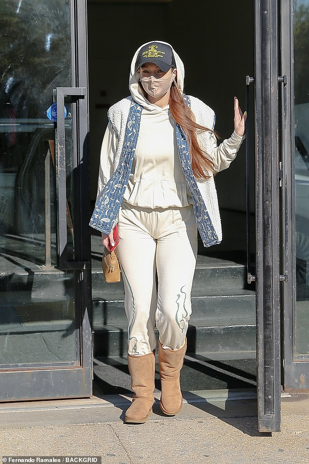 Productive start to the week:She rang in her 26th birthday on Friday with a food truck parked outside her place for her closest friends and family. And on Monday, Gigi Hadid was spotted stepping out in New York City for an errands run