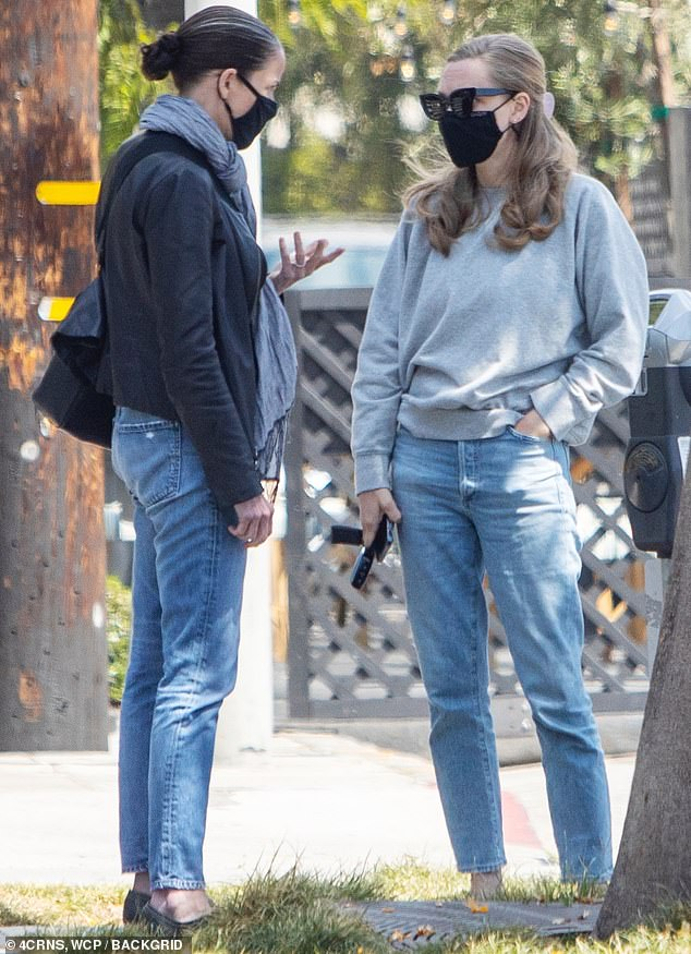 Chitchat:Amanda and a female pal were glimpsed heading over to lunch at the West Hollywood location of Gracias Madre