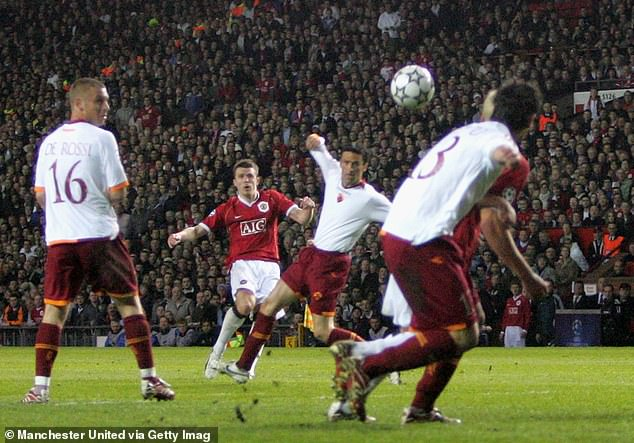 Daniele De Rossi added a stunning consolation before Carrick scored a second from distance