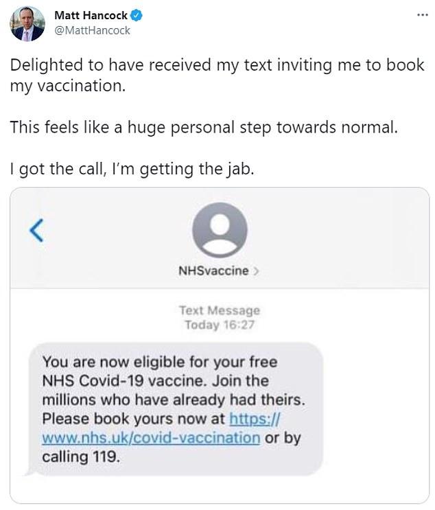 El hombre de 42 años dijo que estaba 'encantado' de haber recibido un mensaje de texto del NHS instándolo a reservar el jab.