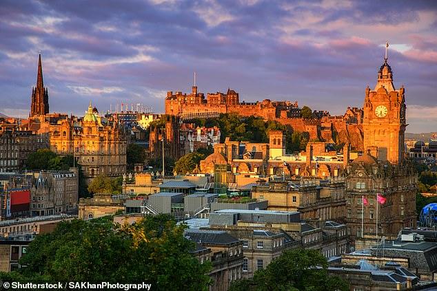 Edimburgo es otro lugar popular para los turistas que buscan escaparse este año