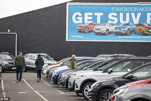 Con las salas de exhibición de automóviles permitidas para reabrir a partir del 12 de abril, es probable que veamos un aumento en la demanda doméstica de nuevos modelos construidos en el Reino Unido.  En marzo, se exportaron más de cuatro de cada cinco automóviles nuevos fabricados en Gran Bretaña.