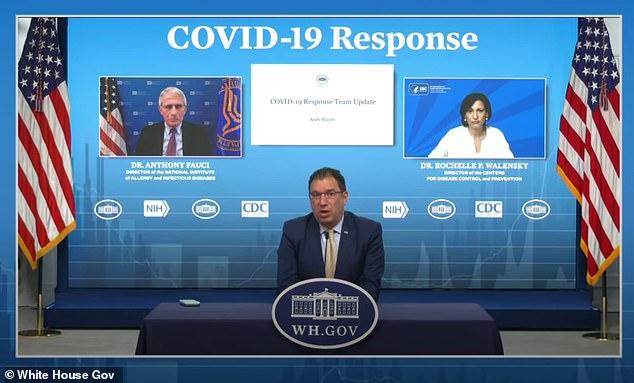 Andy Slavitt (en la foto), asesor principal de COVID-19 de la Casa Blanca, anunció el martes que las farmacias tampoco necesitarán requisitos de residencia para administrar las vacunas COViD-19.