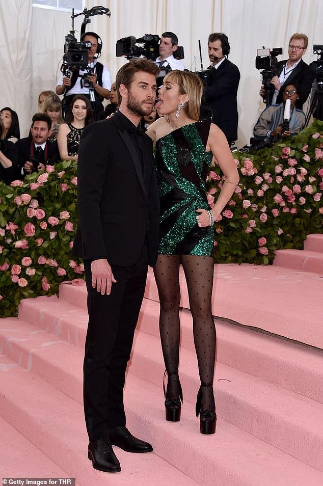 'Él se apaga cuando ella actúa para las cámaras': una fuente afirmó anteriormente que Liam no estaba contento con las payasadas de Miley en la Gala Met 2019