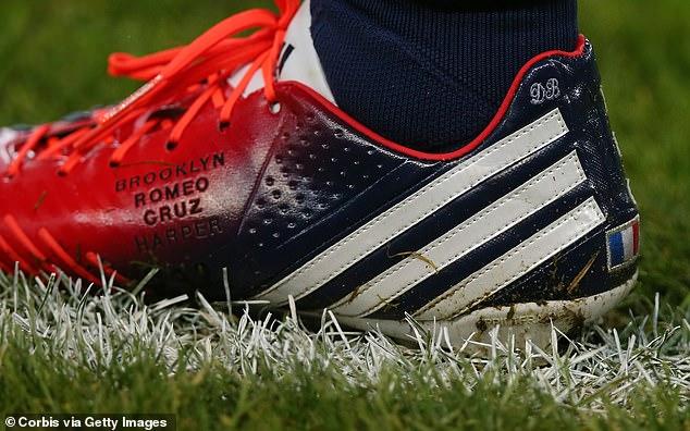 'Brooklyn, Romeo, Cruz, Harper', David se bordaba en sus zapatos, así como sus iniciales.