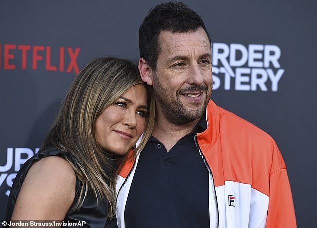 Próximamente: Sandler viene de la comedia de terror del año pasado Hubie Halloween, y recientemente estableció su próximo proyecto en Netflix con Carey Mulligan.