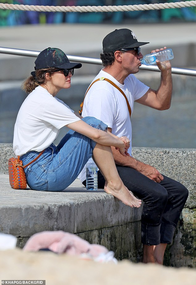 Daddy cool: Bobby wore a pair of dark denim skinny jeans and a simple white T-shirt.