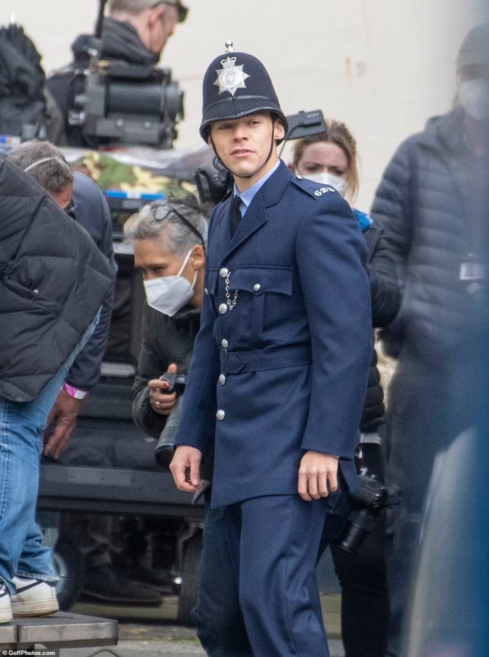 Costume:The singer sported a dark navy policeman uniform complete with a blazer and matching trousers and a light blue shirt