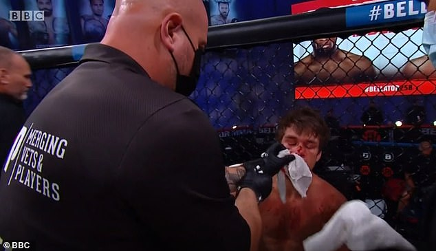 Anderson made it to the end of the first round before a physician stepped in to stop the contest