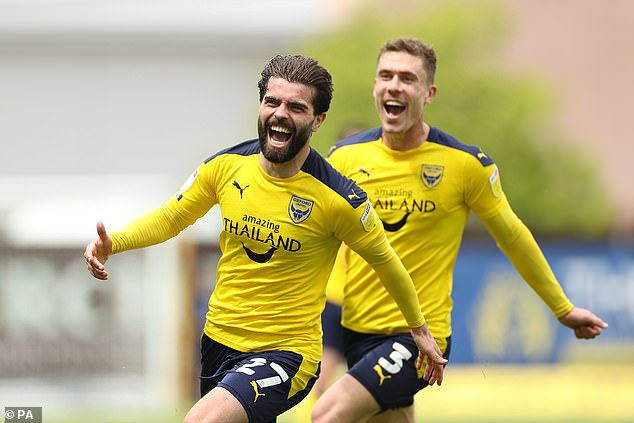 Elliot Lee celebrates as Oxford United beat Burton 4-0 to reach another League One playoffs
