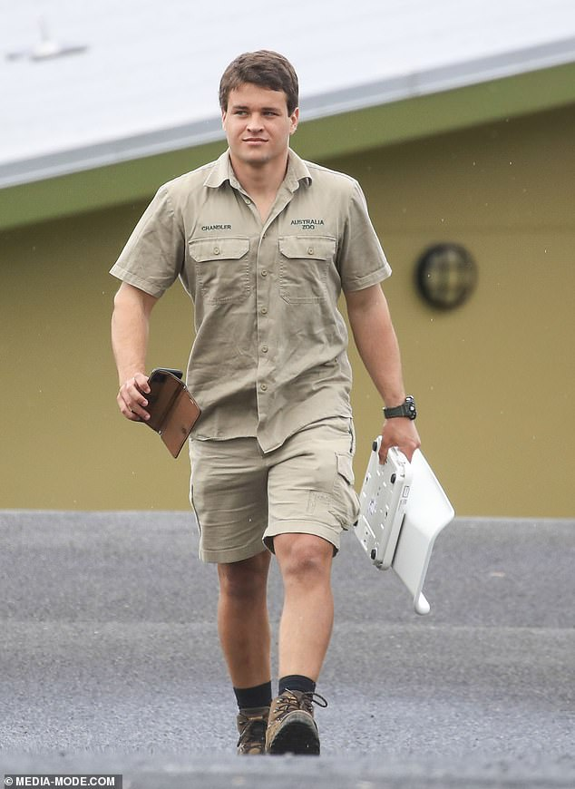 Time for a weigh-in!He may be a new dad, but Chandler Powell is not afraid to do any heavy lifting. On Tuesday, the 24-year-old was spotted carrying digital scales - presumably to weigh his two-month old daughter Grace Warrior