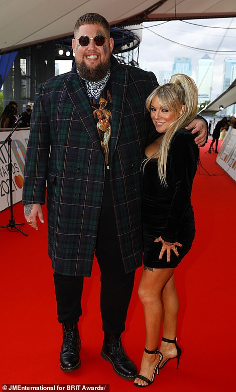 Pals! Sheridan appeared in great spirits as she posed for pictures with Rag'n'Bone Man