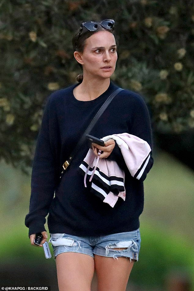 Casual look!Natalie who is used to attending glamorous Red Carpets in Tinsel Town, appears to have adjusted to a relaxed life Down Under. So much so, she went make-up free and donned a casual look for her outing.