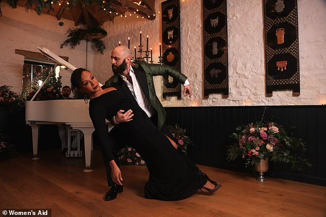 Alternative sight: The video shows the couple dancing together, alluding to the image of their 'happy' relationship