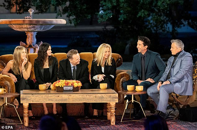 Friends: (L-R) Jennifer Aniston, Courteney Cox, Matthew Perry, Lisa Kudrow, David Schwimmer and Matt Leblanc during the special Friends: The Reunion Los Angeles