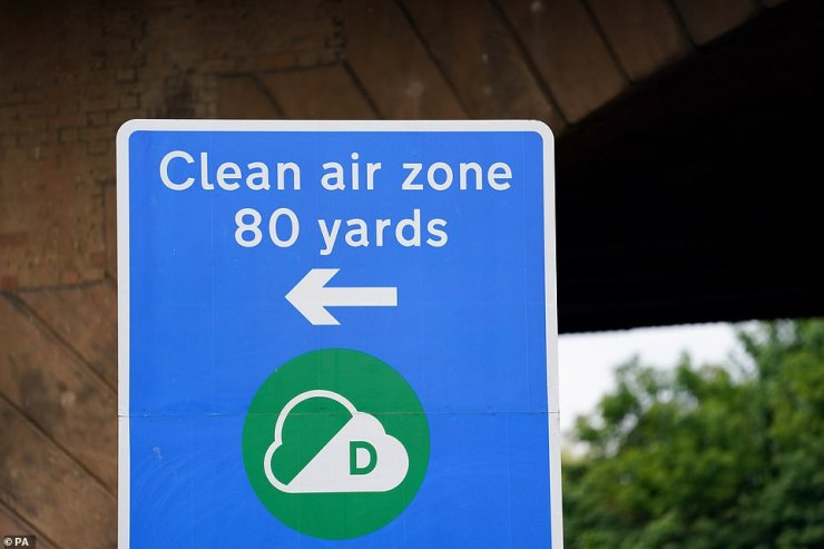 The AA says studies have indicated that approximately 10% of so-called gross polluters tend to be older lorries