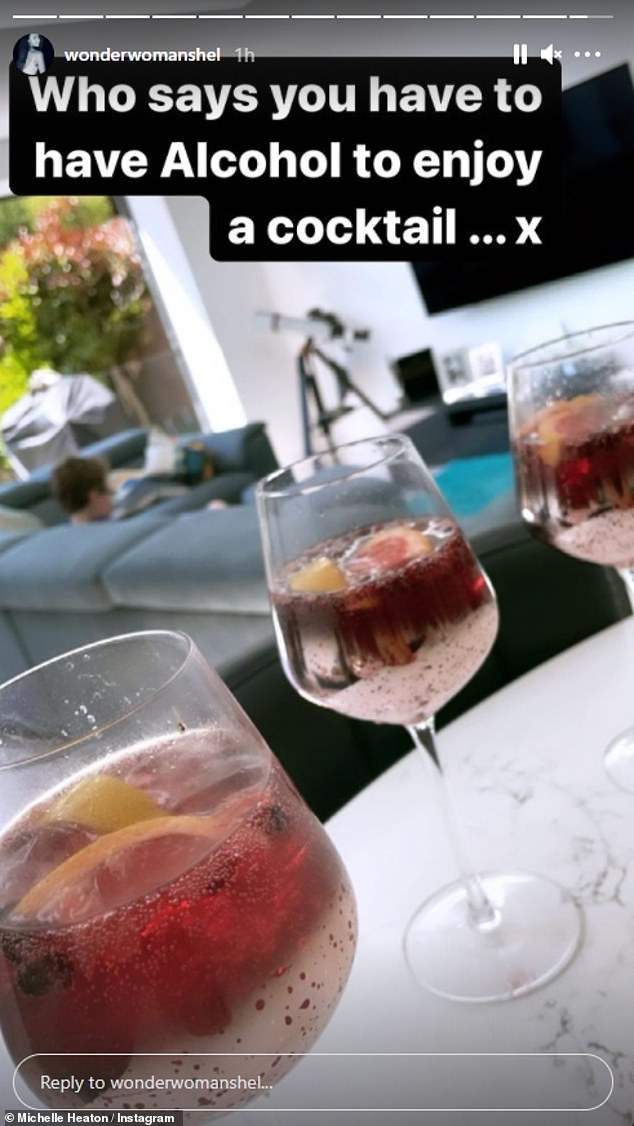 Refreshment:She was seen smiling with her little girl Faith, nine, sipping fruity fake cocktails and clinking glasses in their kitchen