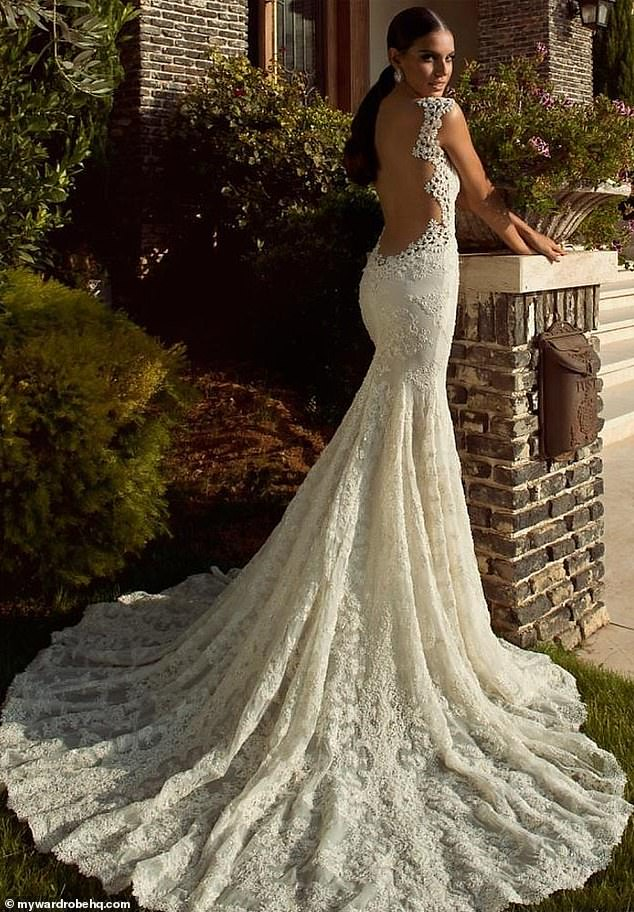 A size 8 Galia Lahav Madonna dress is available on My Wardrobe HQ for £ 124 a day.  The suggested retail price is £ 8,450