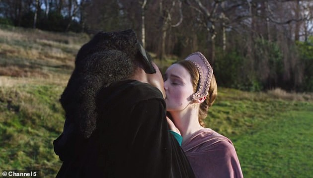 Kiss:During the first episode, Jodie as Anne shared a tender onscreen kiss with love rival Jane Seymour, played by Lola Petticrew