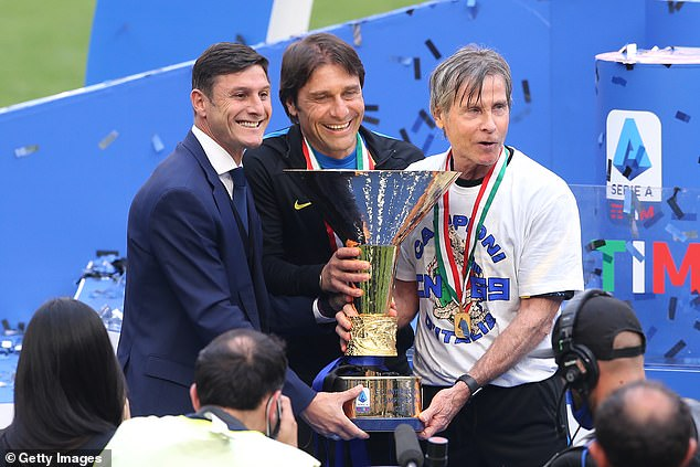Conte (centre) won the Serie A title with Inter Milan but had left the club due to disagreements
